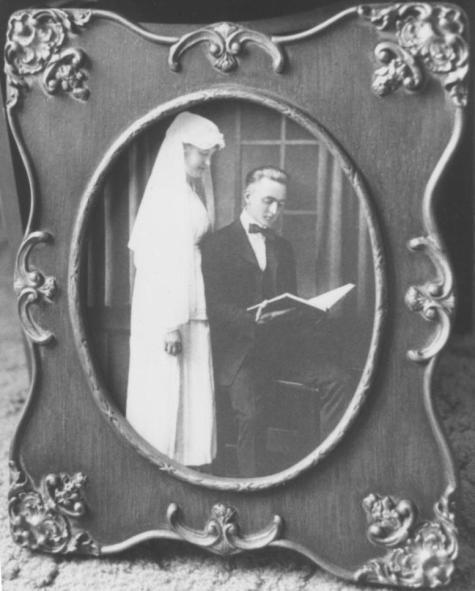 Mary and Henry Hays' wedding photo